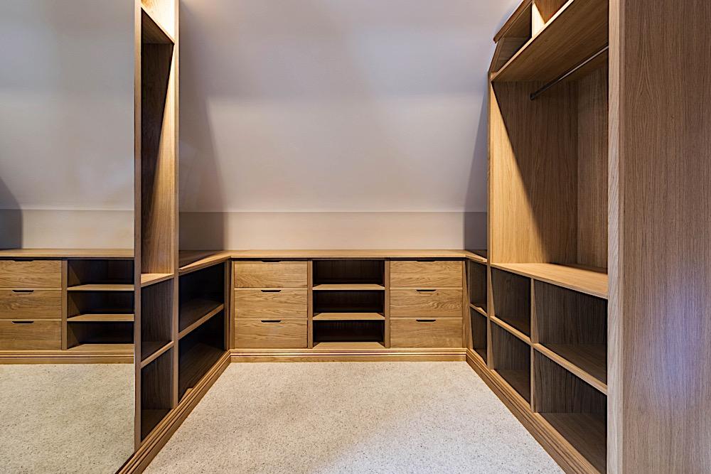 Oak dressing room